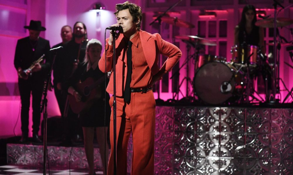 Harry Kinds Cosplayed As Original Fruit In Funktastic 'Watermelon Sugar' Debut On SNL