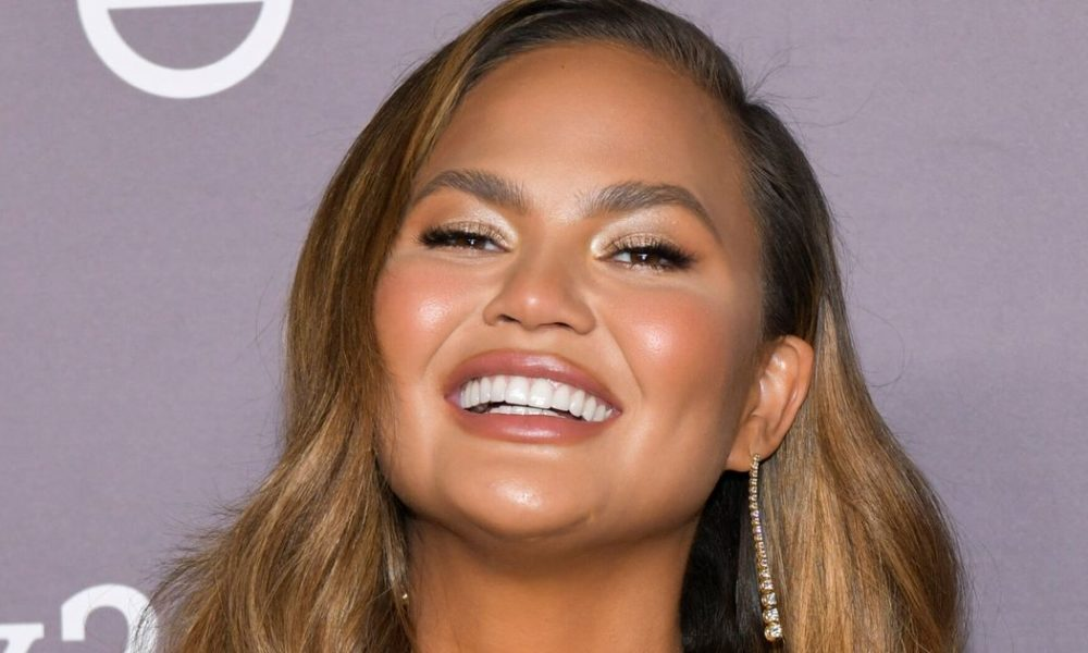 Chrissy Teigen Hosts Illuminating Q&A On How Celebrities Form Day to day Lifestyles