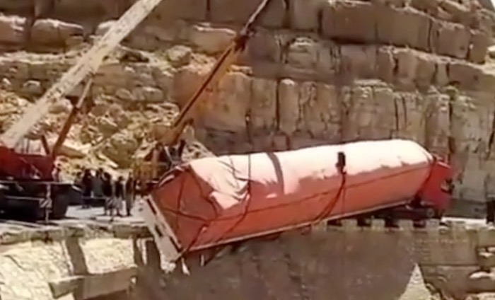 Huge truck rescue goes badly. Certainly, truly badly