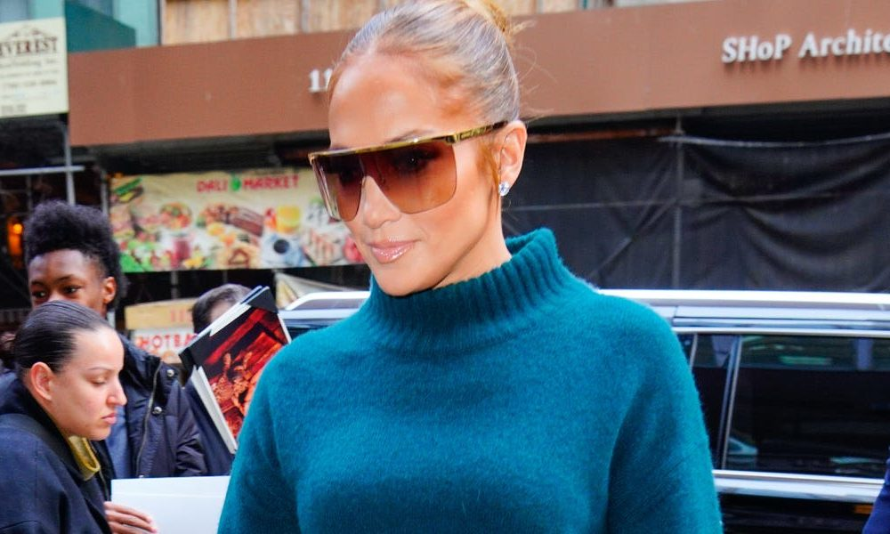 Jennifer Lopez is perchance the most modern celeb to sport the monochromatic pattern, wearing head-to-toe teal with matching Jimmy Choo pumps