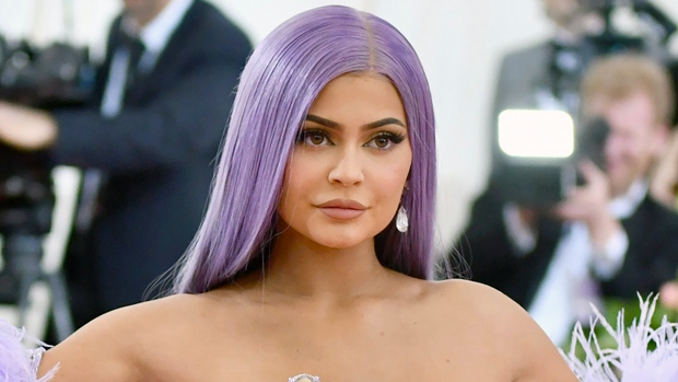 Kylie Jenner sells $600M stake in beauty empire to CoverGirl owner – CP24 Toronto's Breaking News
