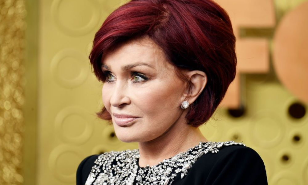 Sharon Osbourne debuts original white blonde hair after dramatic coloration transformation – Yahoo News