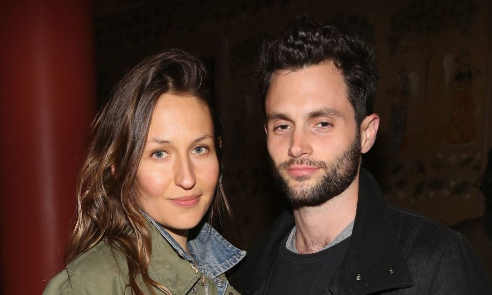 You Neatly-known particular person Penn Badgley and Singer Domino Kirke Are Anticipating Their First Exiguous one Together