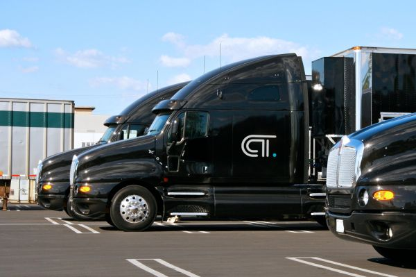 Uber partners with CloudTrucks to lend a hand drivers win trucking jobs