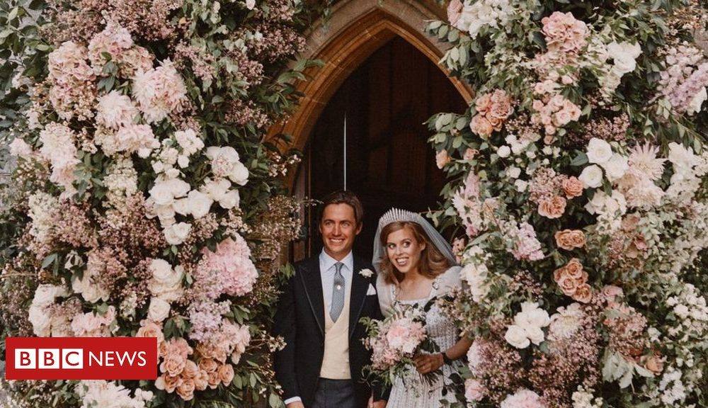 Princess Beatrice and Edoardo Mapelli Mozzi commence marriage ceremony images