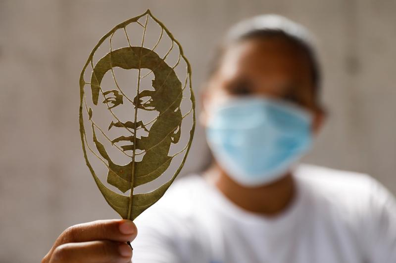 After manufacturing facility layoff, Filipina cashes in on 'leaf art' enterprise – Reuters India